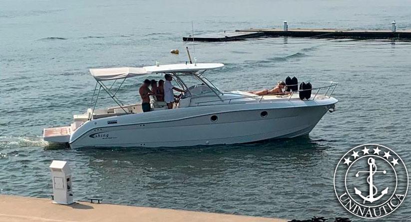 Lancha a venda Fishing 32 ano 2009 com motor de centro rabeta