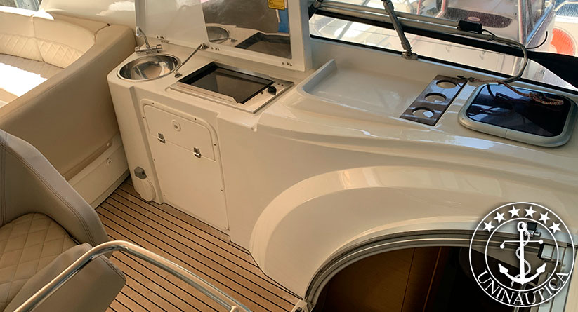 Lancha a venda Beneteau Monte Carlo 34 fabricada pelo estaleiro Beneteau em 2010 motor Volvo Penta barcos usados e seminovos