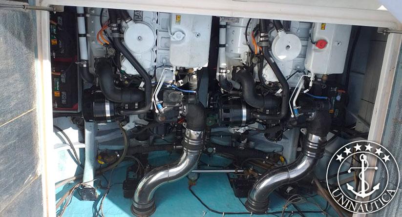Lancha a venda Intermarine Cougar 42 fabricada pelo estaleiro Intermarine em 1996 motor Caterpillar barcos usados e seminovos