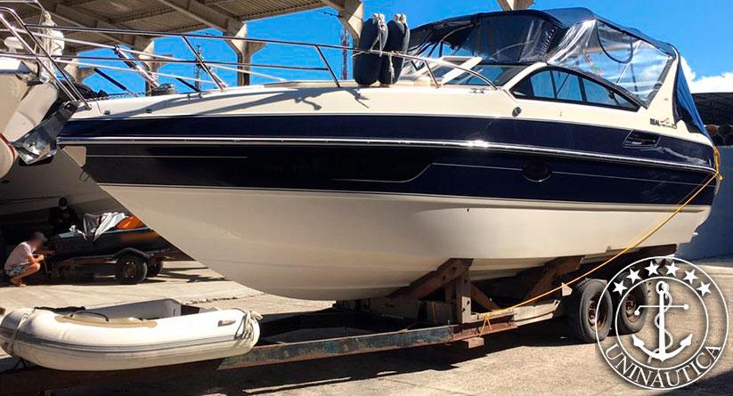 Lancha a venda Real Top 325 fabricada pelo estaleiro Real Power Boats em 2016 motor Mercruiser barcos usados e seminovos