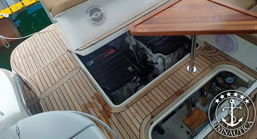 lancha a venda armada 300 com dois motores Mercruiser QSD 170 HP com gerador e ar condicionado