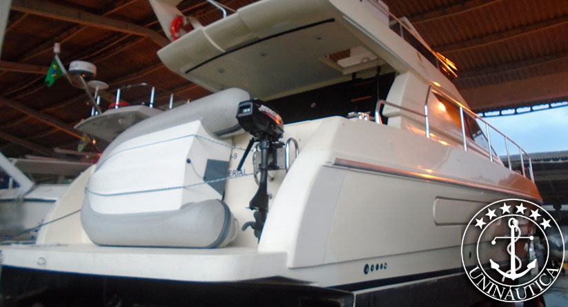 lancha a venda Ferretti 40 ano 1994 motor Caterpillar 350HP barco usado com gerador novo e em bom estado de conservação barco usado a venda e lancha seminovas
