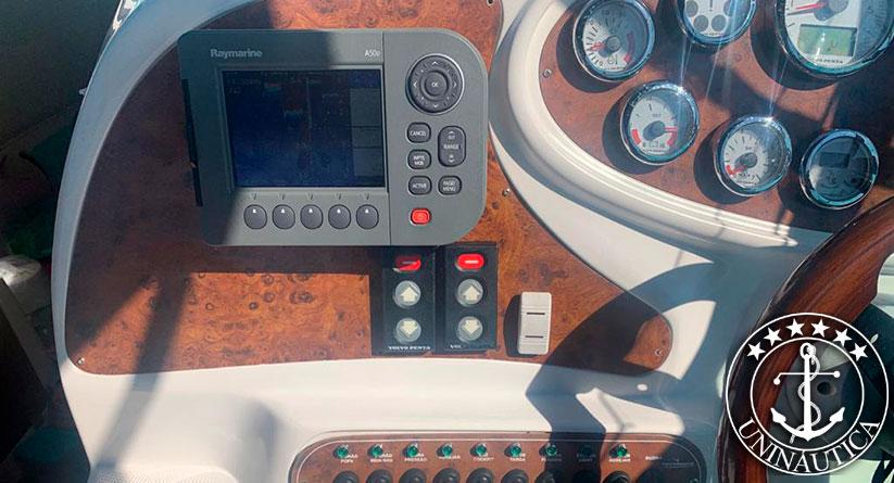 Lancha a venda Tecnoboats 305 com dois Volvo Penta D3 190HP barcos usados e seminovos